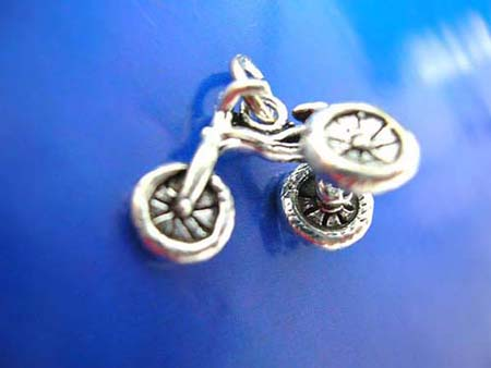 sterling silver 925 thailand made pendant in traditional 3-wheel bicycle design